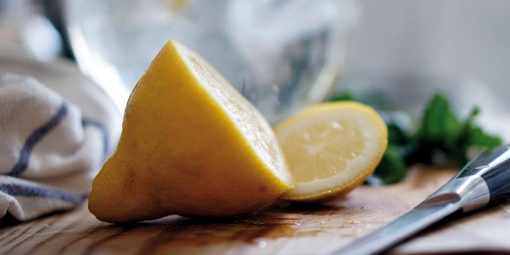 Come rimuovere l'odore del pesce dalle mani