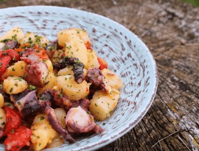 Insalata con polpo, patate e pomodorini confit
