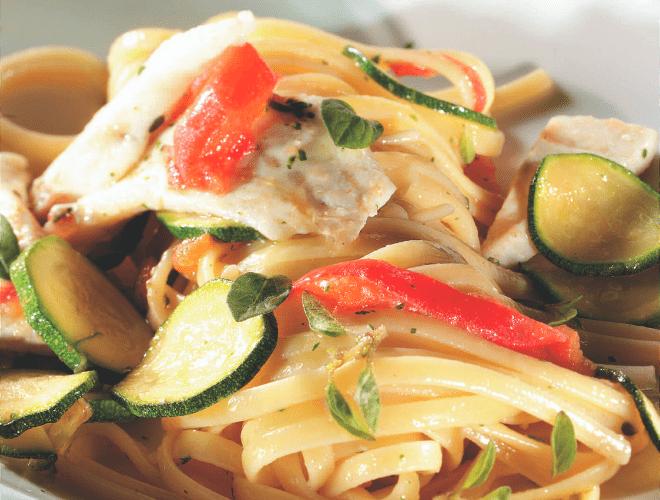 Linguine con Merluzzo, zucchine e pomodoro al profumo di maggiorana
