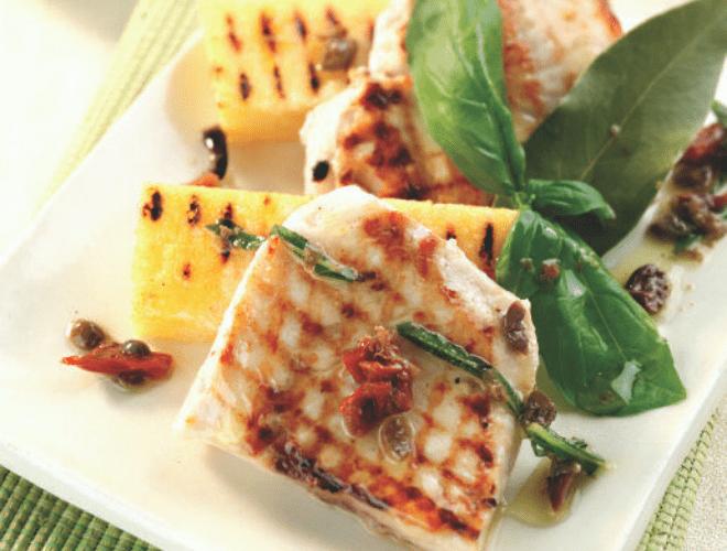 Merluzzo e polenta alla griglia con battuto mediterraneo