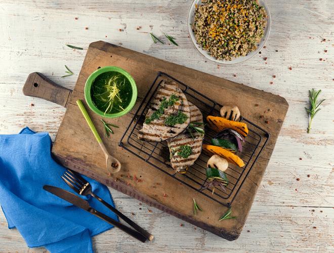 Pesce Spada grigliato con salsa salmoriglio e verdure grigliate